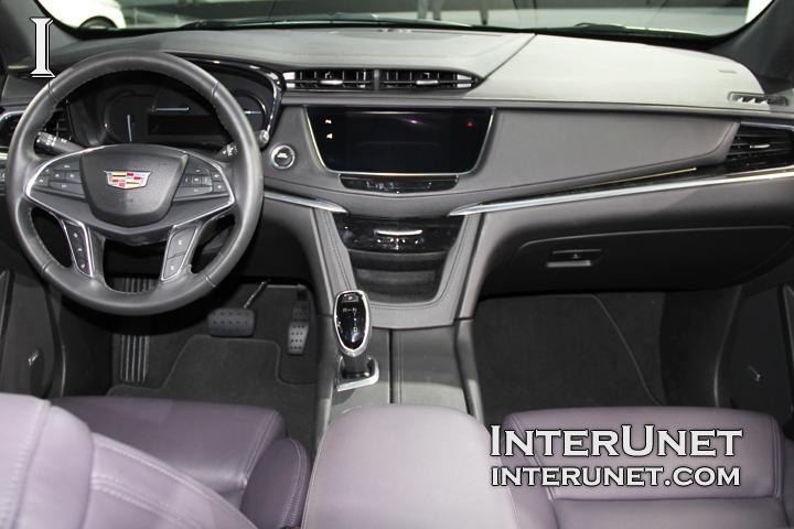 2017-Cadillac-XT5-AWD-interior