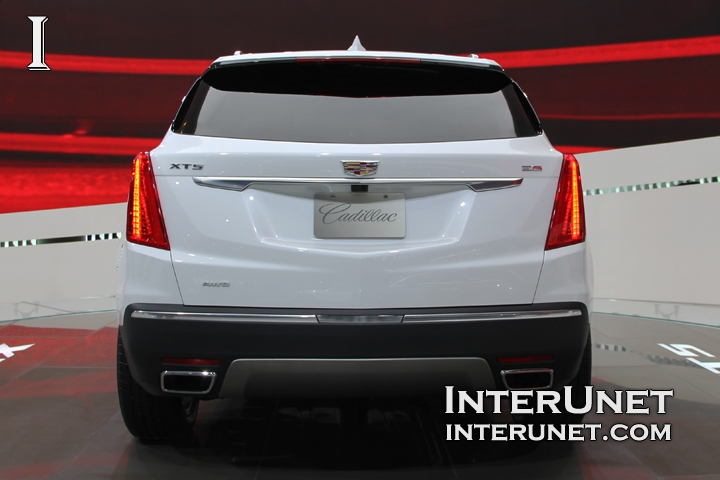 2017-Cadillac-XT5-AWD-rear
