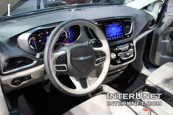 2017-Chrysler-Pacifica-Hybrid-interior