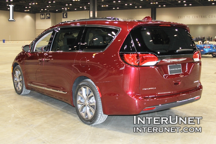 2017-Chrysler-Pacifica-Limited-rear-side
