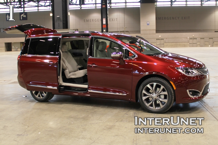 2017-Chrysler-Pacifica-Limited-side