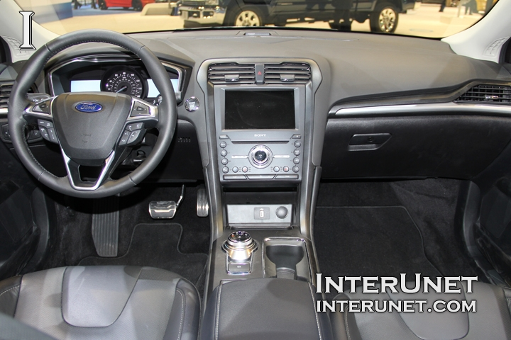 2017-Ford-Fusion-inside