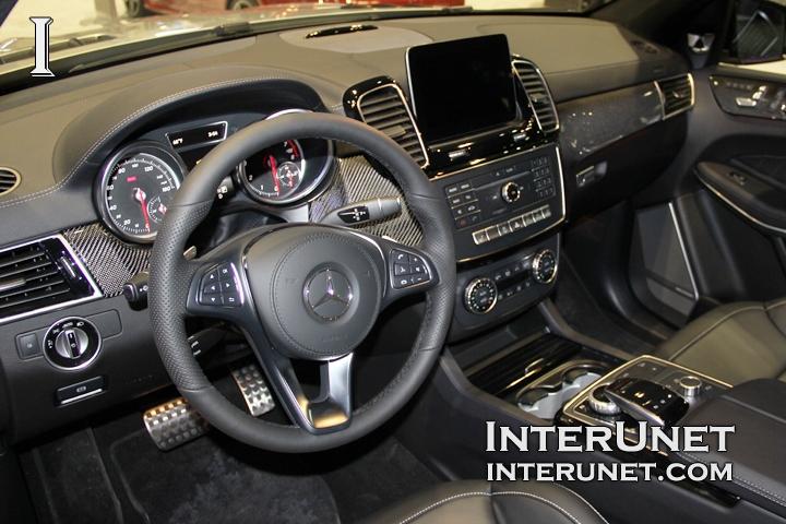 2017-Mercedes-Benz-GLS550-4Matic-interior