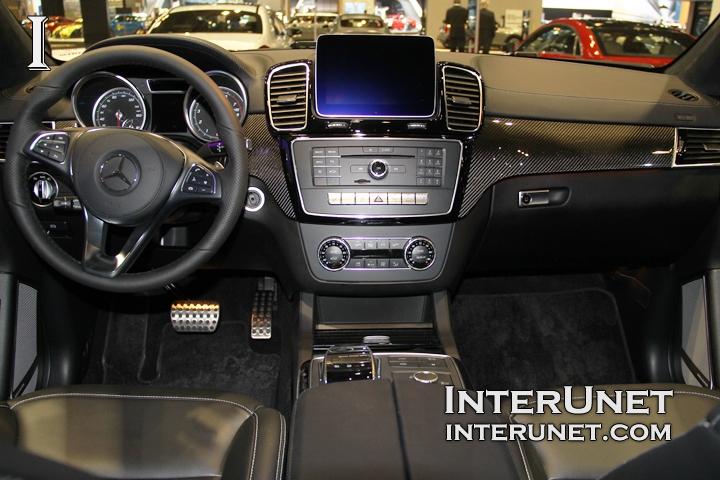 2017-Mercedes-Benz-GLS550-4Matic-inside