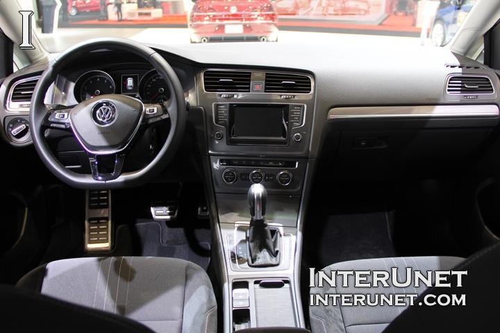 2017-Volkswagen-Golf-SportWagen-Alltrack-interior