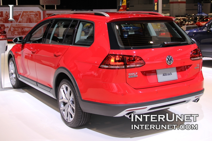 2017-Volkswagen-Golf-SportWagen-Alltrack-rear