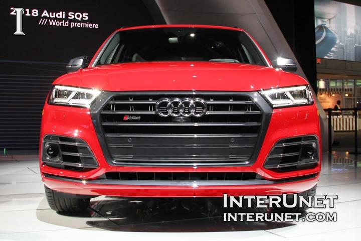 2018-Audi-SQ5-lights