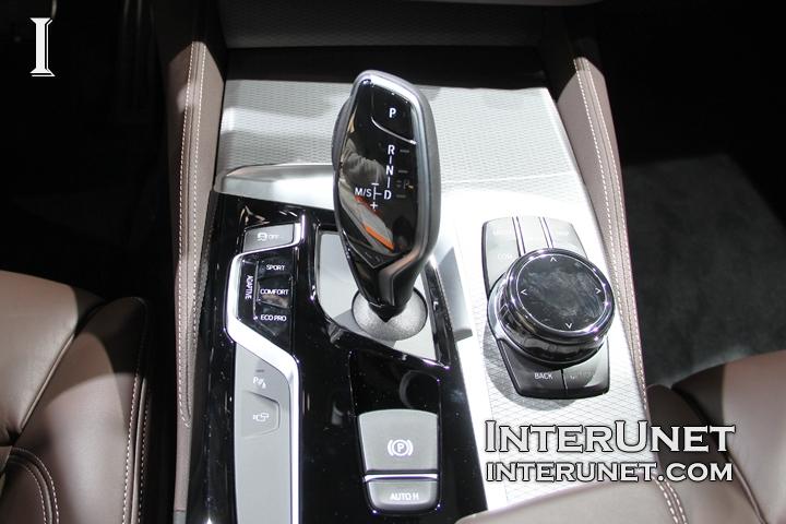 2018-BMW-M550i-drive-controls