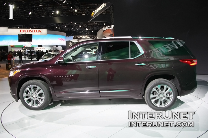 2018-Chevrolet-Traverse-AWD-driver-side