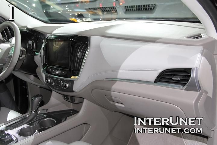 2018-Chevrolet-Traverse-AWD-inside