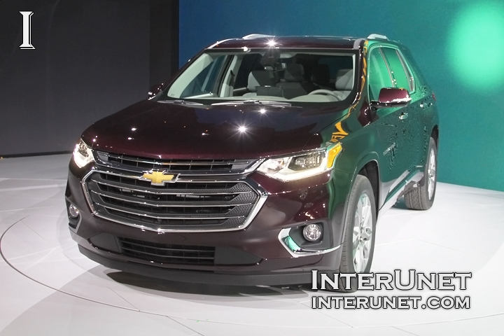 2018-Chevrolet-Traverse-AWD-lights-front
