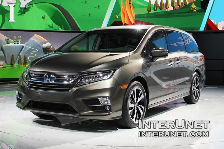 2018-Honda-Odyssey-front-side