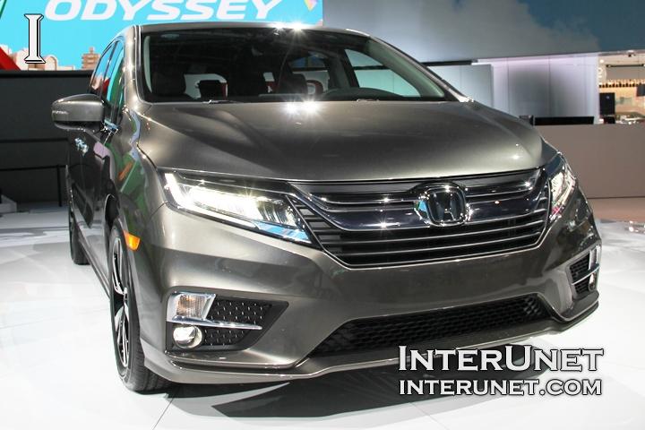 2018-Honda-Odyssey-front-right