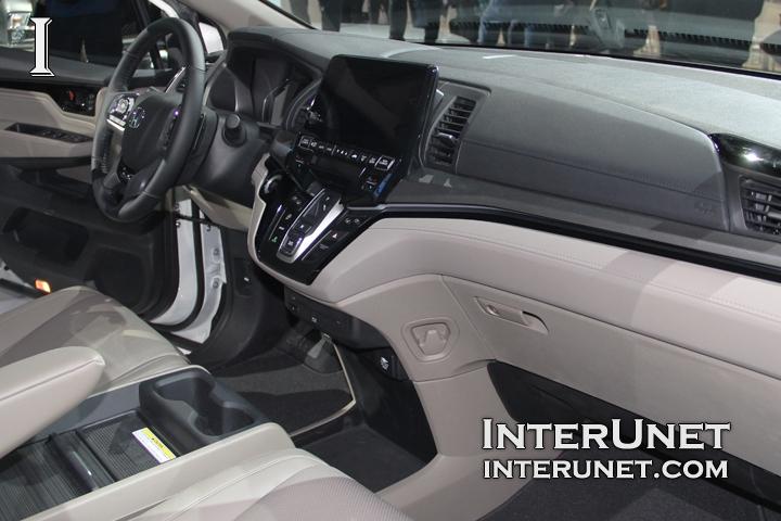 2018-Honda-Odyssey-interior