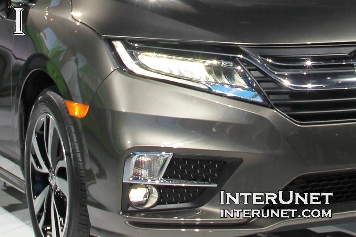 2018-Honda-Odyssey-lights-front