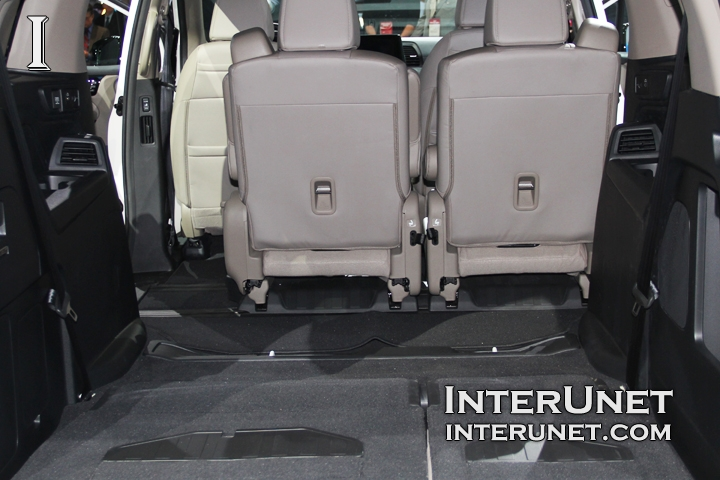 2018-Honda-Odyssey-seats-rear