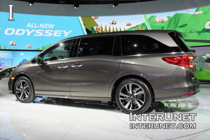 2018-Honda-Odyssey-side