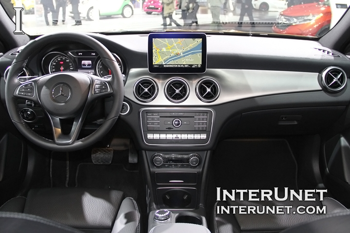 2018-Mercedes-Benz-GLA-250-4Matic-inside