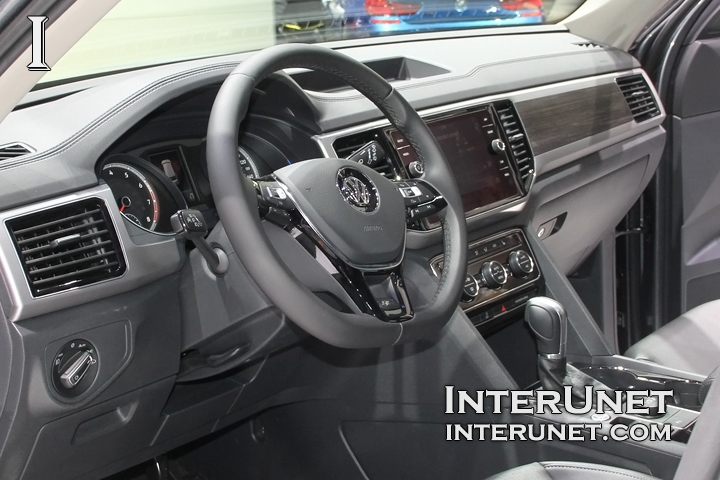 2018-Volkswagen-Atlas-R-Line-inside