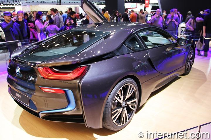 BMW-i8-rear-view
