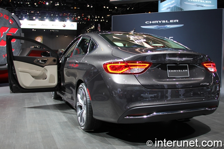 2015-Chrysler-200C-rear-view