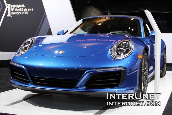 2017-Porsche-911-Targa-4S-front