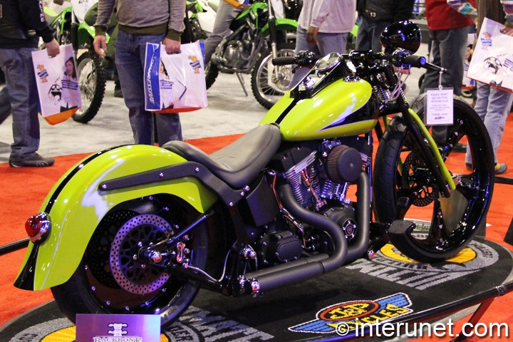 Retro-Sexy-2005-Harley-Davidson-FXST-right-side-view