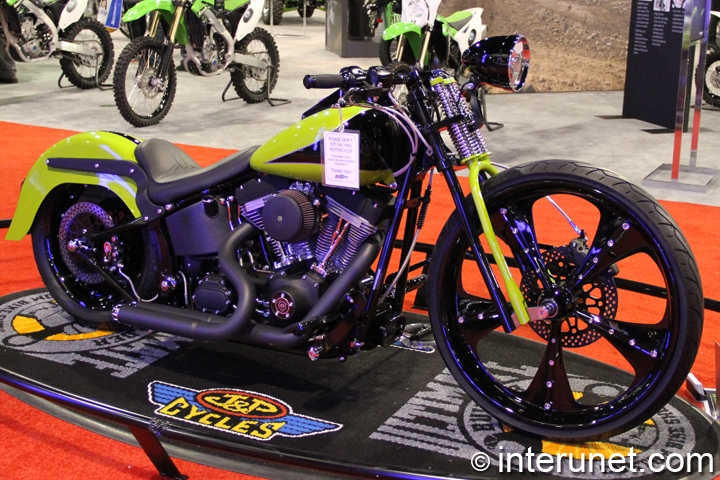 Retro-Sexy-2005-Harley-Davidson-FXST