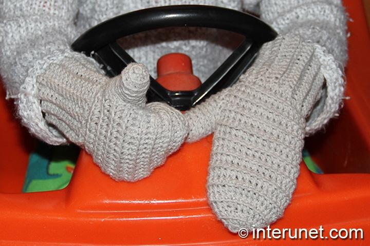 crochet-kids'-mittens
