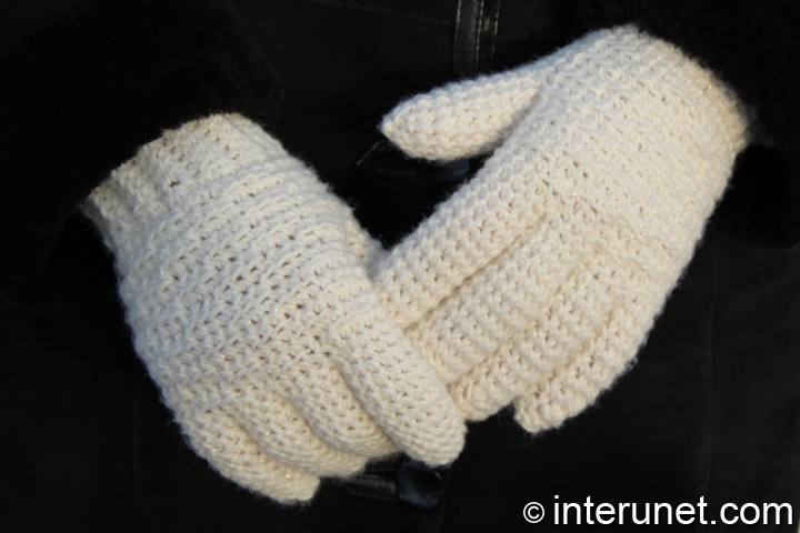crochet-white-women's-gloves