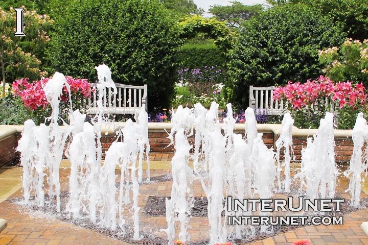 Fountain-in-Chicago-Botanic-Garden