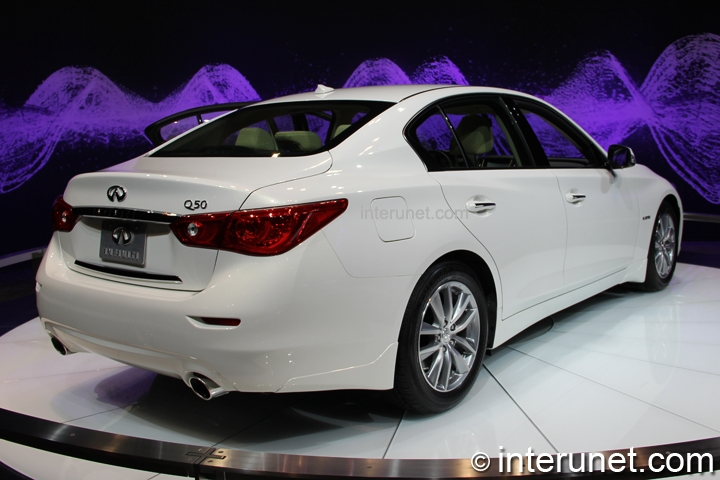 infiniti-Q50-hybrid-rear-side-view