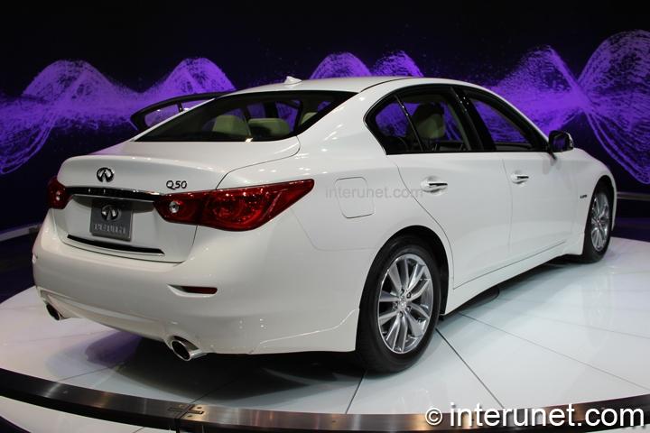infiniti-Q50-hybrid-rear-side-view