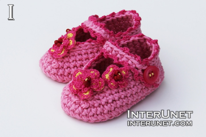 DIY-booties-slippers-for-a-baby