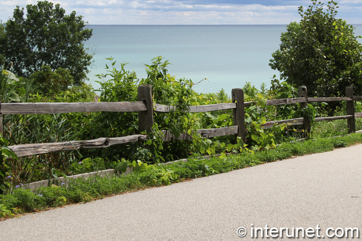 three-horizontal-rails-wood-fence