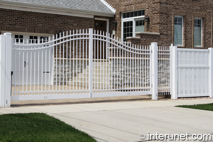white-vinyl-fence-with-metal-gates