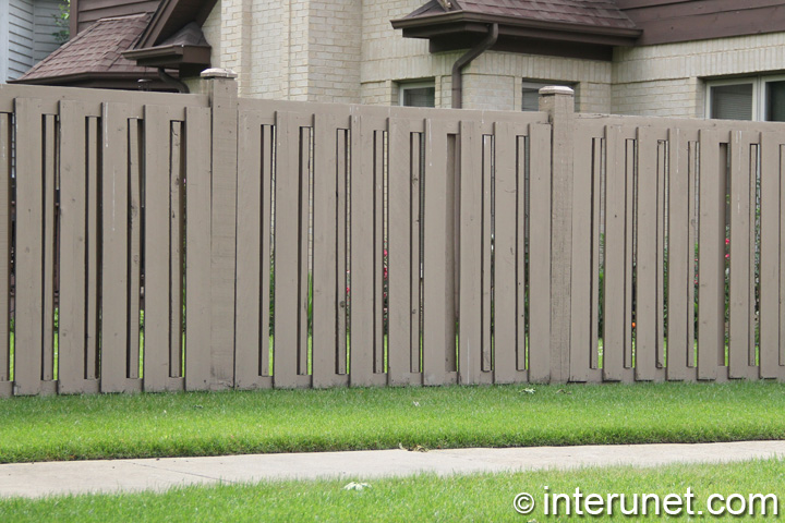 wood-fence-semi-privacy-painted