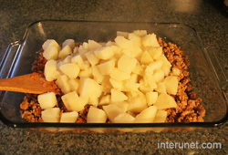 ground-meat-with-boiled-potato-on-a-tray