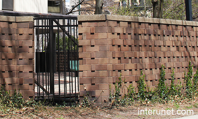 Beautiful Brick Fence With Metal Transitions Interunet
