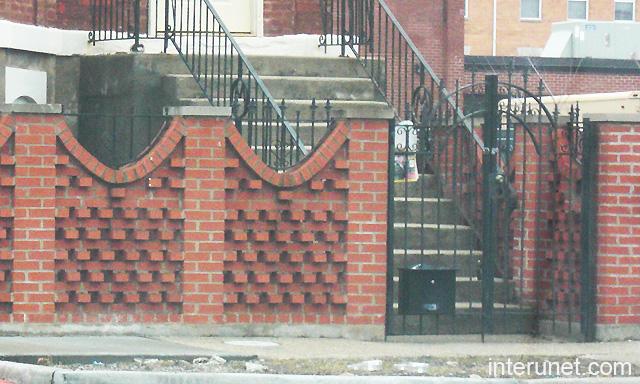 Brick fence metal gates design picture interunet for Brick fence designs plans