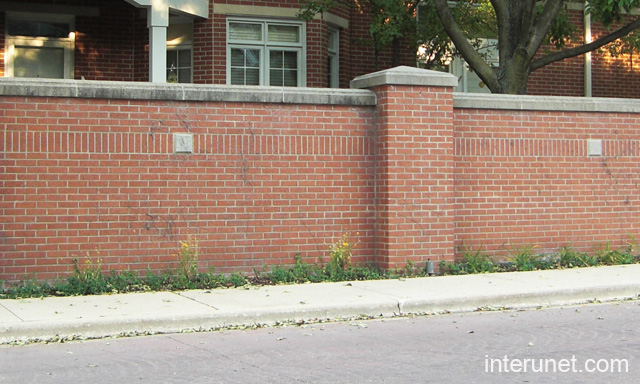 Brick fence picture interunet