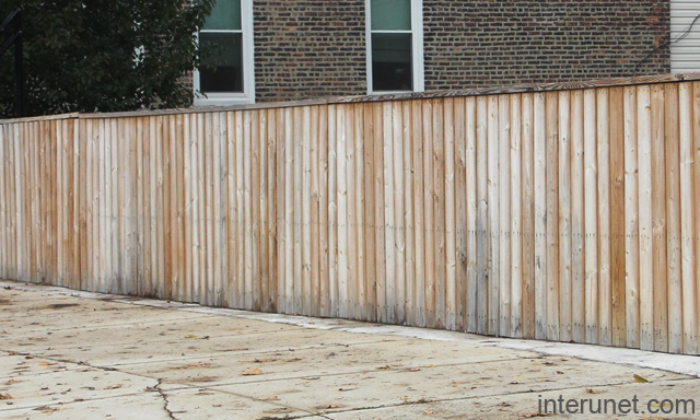 Low Budget Wood Fence Picture
