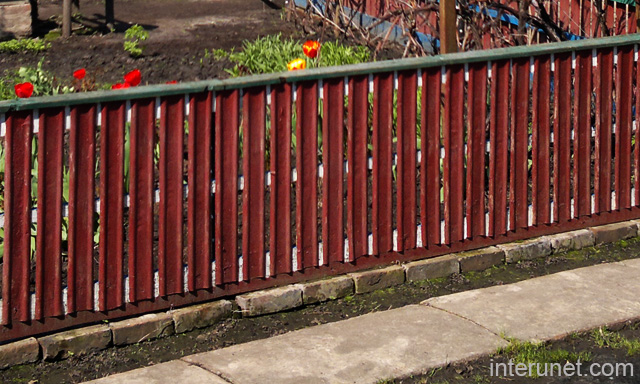 Low Red Decorative Fence Picture