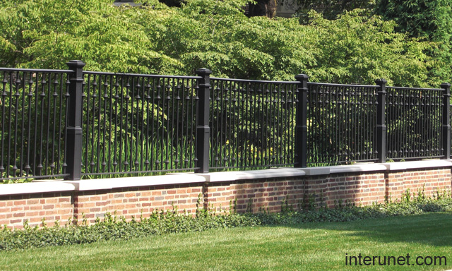 Metal brick fence picture interunet for Brick fence designs plans