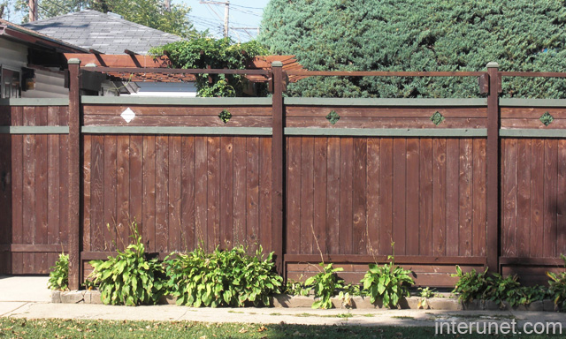 Old wooden fence picture interunet for Old wooden fence ideas