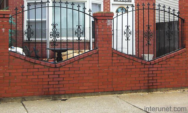 Red Brick Steel Fence Picture Interunet