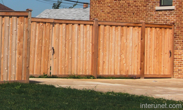 Simple wood fence with gates picture interunet for Simple fence plans