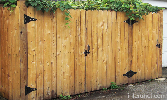 Simple wood gates fence picture interunet for Simple fence plans