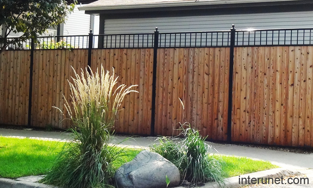 Steel wood fence design picture interunet - Metal fence designs pictures ...