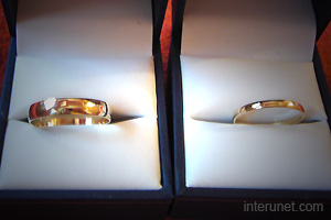 golden-wedding-rings